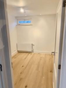 Kamer met mini raam